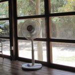 部屋の高い位置にある洗濯物に風をあて乾かす方法 (生乾き対策)