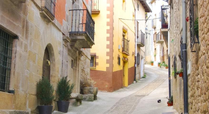 スペインの町の道
