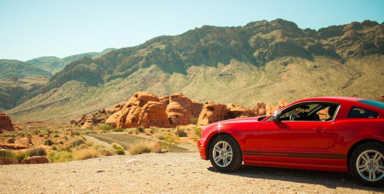 アメリカと赤い車