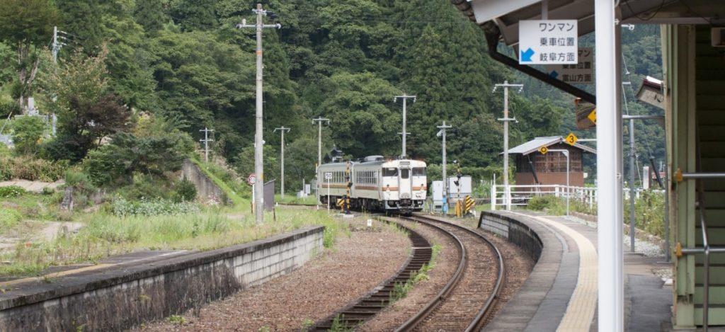 ローカル駅