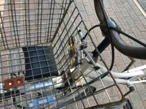 自転車カゴ壊れ1