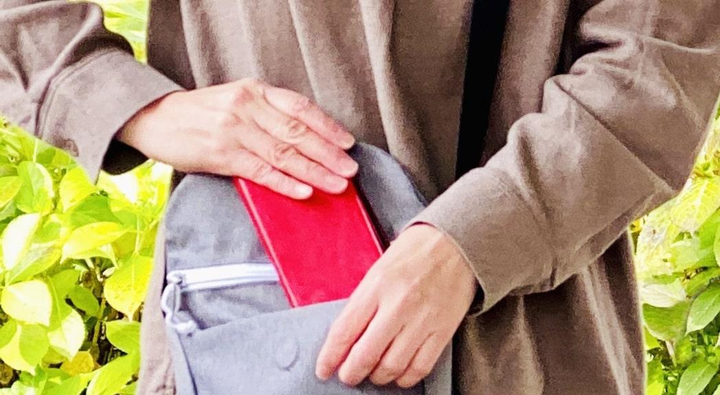 女性と財布